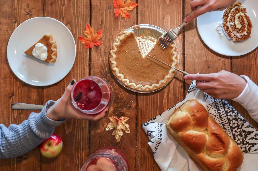 Hosting Thanksgiving? Here are some tips for a happy holiday!