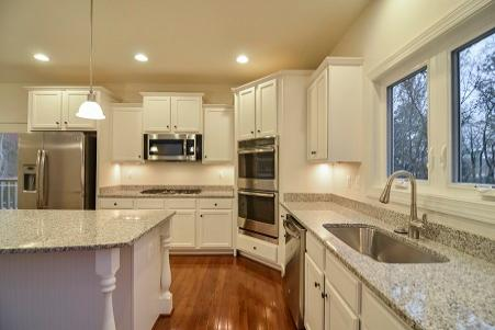 Raleigh II, Kitchen with Custom Island